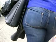 Candid milf walking in tight jeans