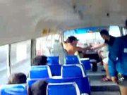 cogida en el autobus escolar