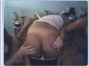Jovens na webcam se exibindo