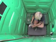 Porta Gloryhole boyish blonde sucks strangers cocks