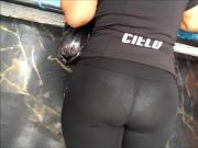 Culito en leggins transparente se le nota el calzon