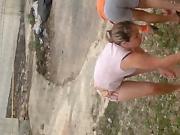 Mi vecina rica limpiando su terreno nn 1er parte