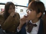Showing blowjob off to the high school student in the bus(3)