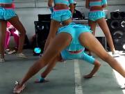 Shakes her ass - Funk Brazil