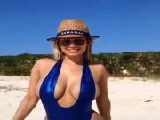 Mamasita en playa