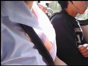 Enfermera con blusa abierta en el camion