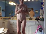magnifique mature dans la salle de bain
