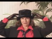 Mature Andie - Sriptease