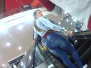 milf en escaleras