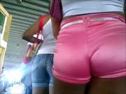 gostosa de shortinho rosa