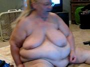 she dose cam shows on hear