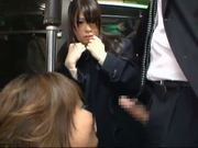 Showing blowjob off to the high school student in the bus(4)