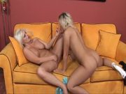 Hot Blondes rubbing pussy (great orgasm)