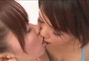Japanese girls kiss945-1