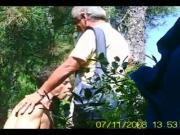 Sucking an older man in the woods ... Pompino nella pineta