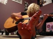 Barefoot Blonde Singing
