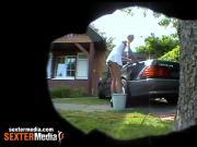 Duennes Teenie beim Carwash - Hidden Cam