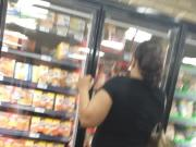 Thick Yella MILF Shopping