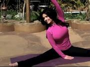 Denise Milani Shows Yoga - non nude