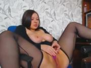 Curvy Brunette toys herself to orgasm
