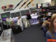 Amateur pawnshop bride cocksucking for cash