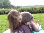 Deutsches Paar hat Geschlechtsverkehr mitten im Stadtpark