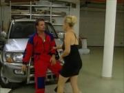 Garagiste donne des cours de mecanique