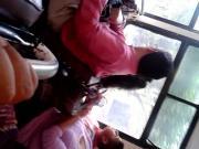 ENCOXCADA LENTES BAJANDO BUS 2