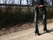 Fetish Diva in leather skirt