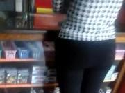 madura culona en libreria