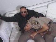 Dos policias chupandose las pollas