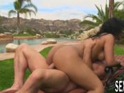 Black haired babe gets fucked in her pussy outdoors