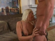 Mature milf gets her loose pussy banged