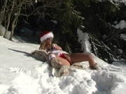 Adventurous hottie dildo fucks at the snow