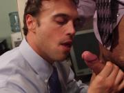 Officesex muscle hunk sucks and fucked
