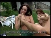 Rocco se folla a las criadas en su jardín