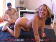 Petite blonde baise facile avec des inconnus French amateur