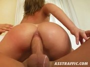 Jennifer gets her Butthole absolutely rocked - Milf Thing