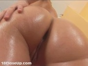 Julia Slaps her Ass and Flexes her Anus (Available in HD)