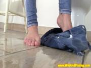 Pissing loving eurobabe wets herself