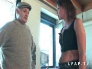 Petite brunette francaise se fait ramoner le cul dans un trio avec Papy