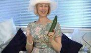 Mature pussy stuffed cucumber free porn video