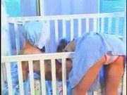 Das baertige Baby und der Babysitter
