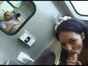 Jeune beurette baisée dans un train !