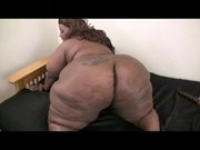 BBD model Supreme Diva plays with her pussy!!
