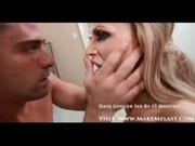 Bbrunette girl gives a blowjob to her boyfriend and gets fac