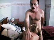 Viejo se mete al dormitorio de adolescente parte 2