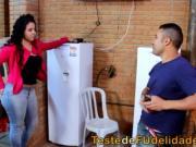 Morena cavala seduzindo tcnico de tv casado