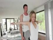 Beautiful blonde MILF Alexis Texas gets picked up and penetrated - Free Porn Vid