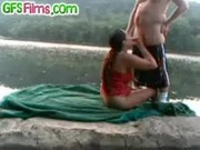 Couple try outdoor fuck